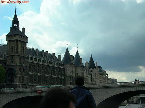 Upload:Paris09.jpg