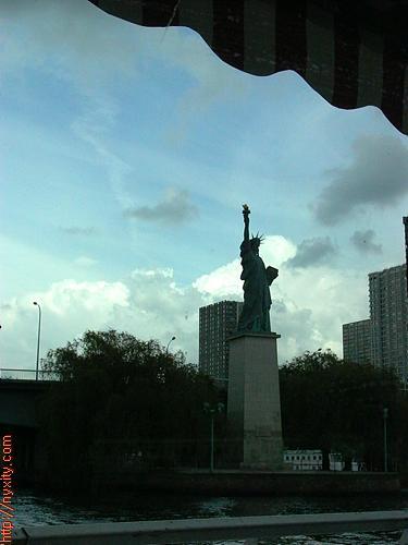 Upload:Paris15.jpg