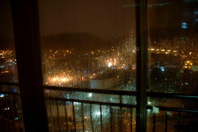 Upload:rainwindow.jpg
